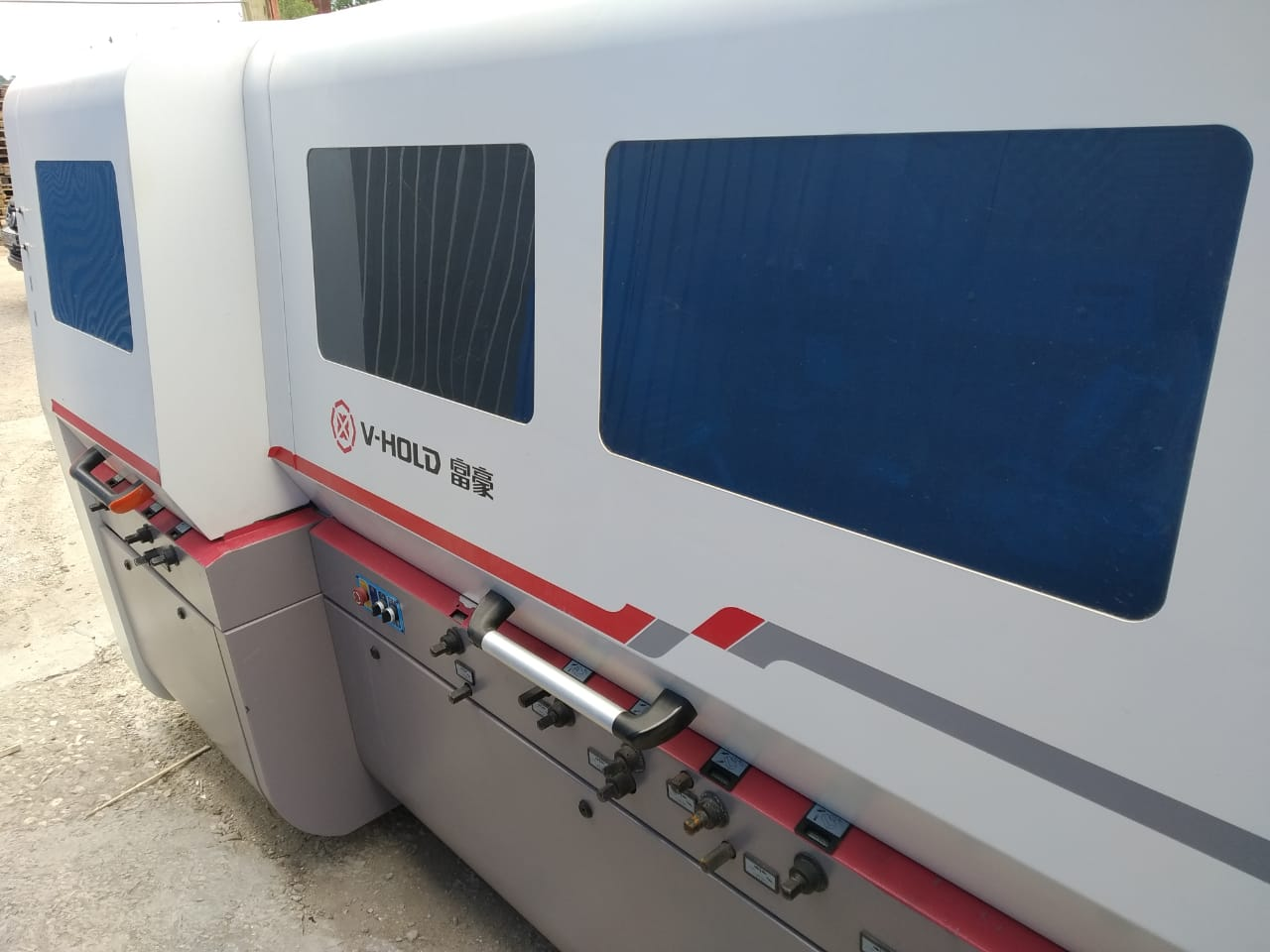 For sale: VH-M621HS four-sided cutter with a sawing unit, manufactured in 2018
